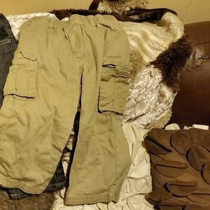 3 pairs of pants size 24M preowned / boys